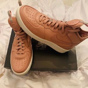Air Force 1 women's mid top